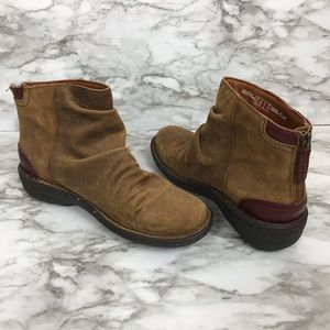 CLARKS artisan leather booties size 6.5